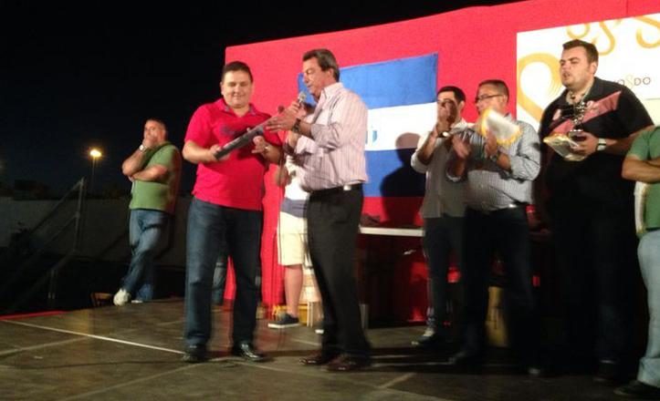 Ignacio Flores en la entrega de trofeos al Torreblanca C.F.