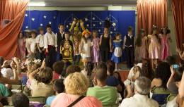 Final de la representación de «La Bella y la Bestia» en el Fin de Curso de Elcano