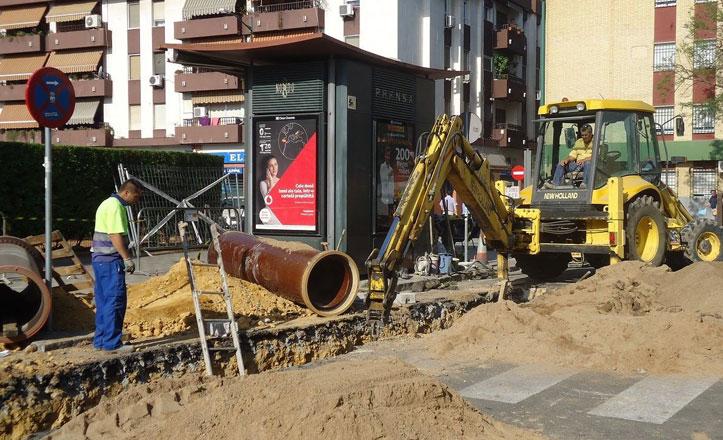 Obras de saneamiento en la calle Abuyacub