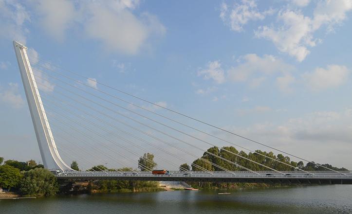 El puente del Alamillo cumple 22 años