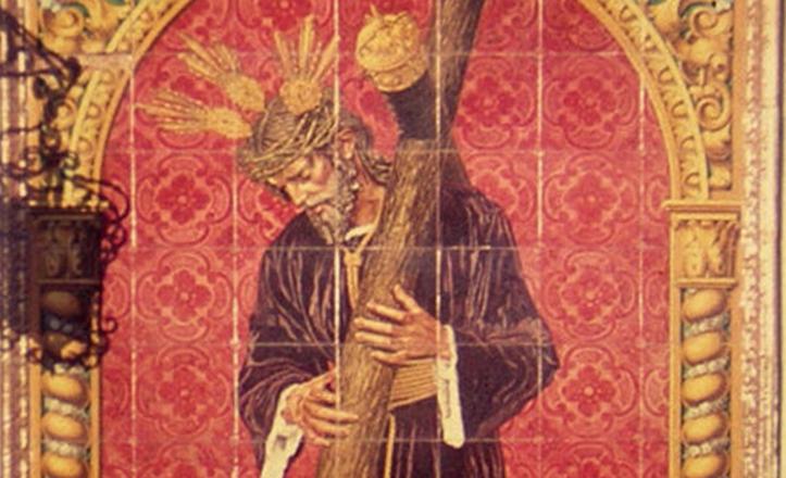 Un incendio obligó a retirar el azulejo del Señor de la Salud de la plaza de San Román. Tras restaurarse, hoy se ella en el atrio interior del Santuario de los Gitanos.