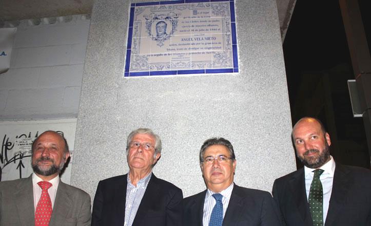 Ángel Vela ya tiene su placa conmemorativa en Triana