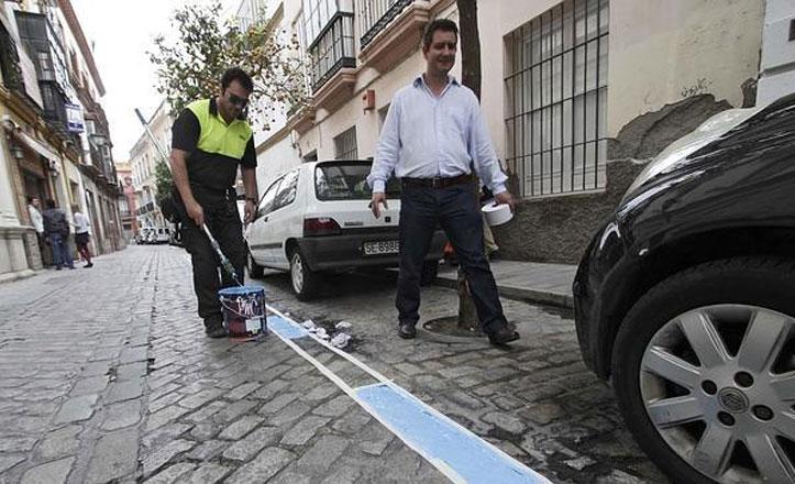 Aprueban una moción para parar la zona azul en el distrito Macarena