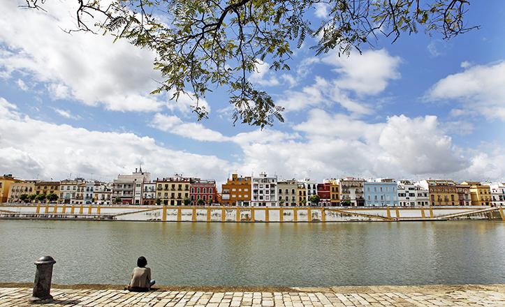 La calle Betis, entonces «Orilla del Río» vio nacer a la madre de Machado, y fue el lugar donde se conocieron sus progenitores / Raúl Doblado
