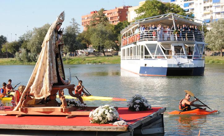 Procesión fluvial de la Virgen del Carmen de la Parroquia de la O