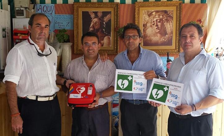 Entrega simbólica del desfibrilador al Hermano Mayor de la Estrella en la Velá de Santa Ana 2014