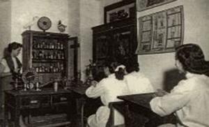 Aula de las Escuelas Francesas en plena lección, en el año 1936