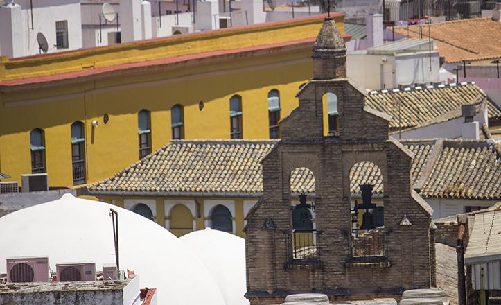 La espadaña del Convento de Santa Inés, la más antigua de Sevilla al datar de finales del siglo XIV