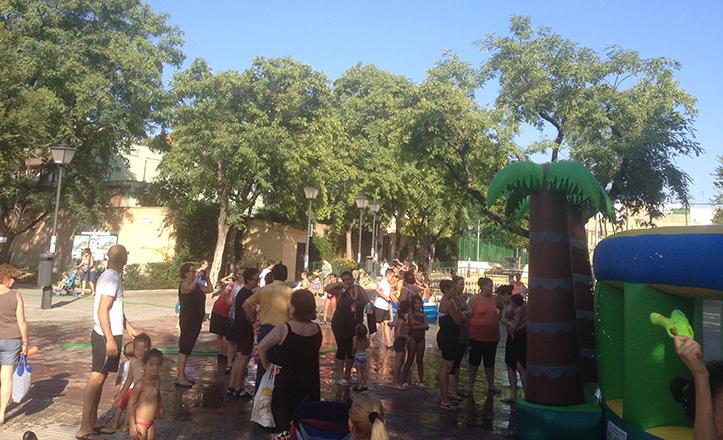 Fiesta del Agua en la calle Poeta Miguel Hernández
