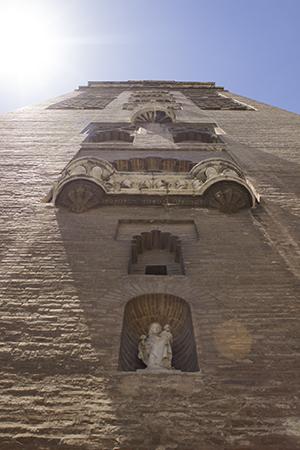 La Virgen de los Olmos, a los pies de La Giralda