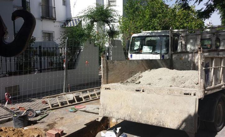 Construcción del imbornal en la calle Mareantes