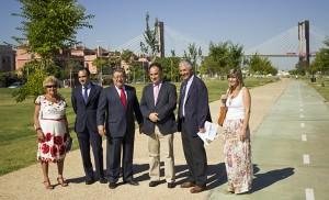 Zoido junto a Romero, Vílchez, Belmonte, Rivas y la directora del Distrito