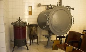 Máquinas de autoclave que aún se conservan en salas del Laboratorio