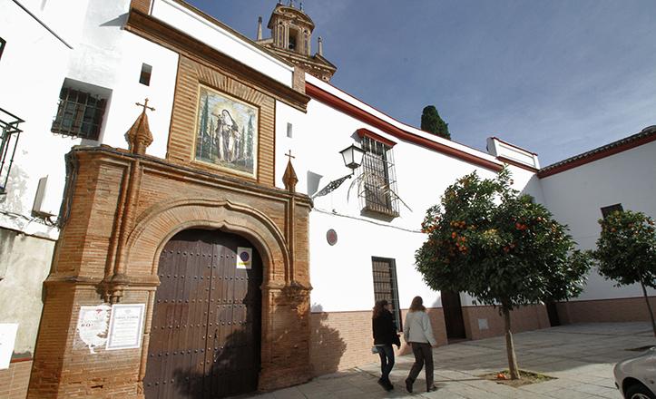 Fachada del Monasterio de Santa Paula, con los inusuales arcos conopiales en el portón / Rocío Ruz
