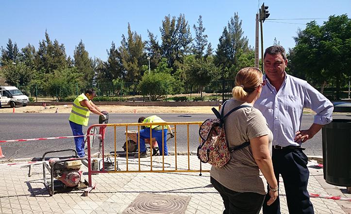 Ignacio Flores supervisa las obras de los nuevos accesos al Parque Tamarguillo