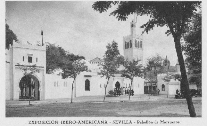 Fachada lateral, con el minarete a la derecha, del Pabellón del Protectorado de Marruecos