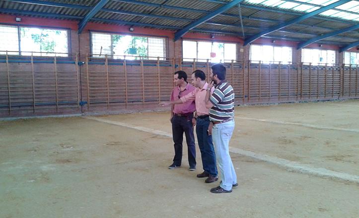 Obras en la pista deportiva del CEIP Julio Coloma, con Rafael Belmonte