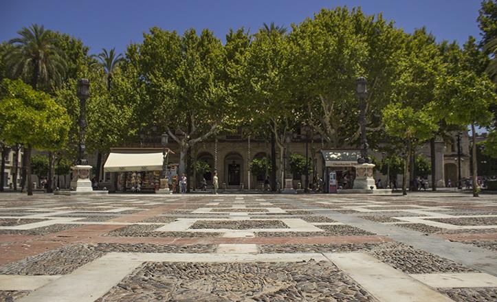 La Plaza Nueva, antiguo suelo del Convento Casa Grande de San Francisco, en el que la cabecera de la iglesia llegaba a parte de lo que hoy es el Ayuntamiento
