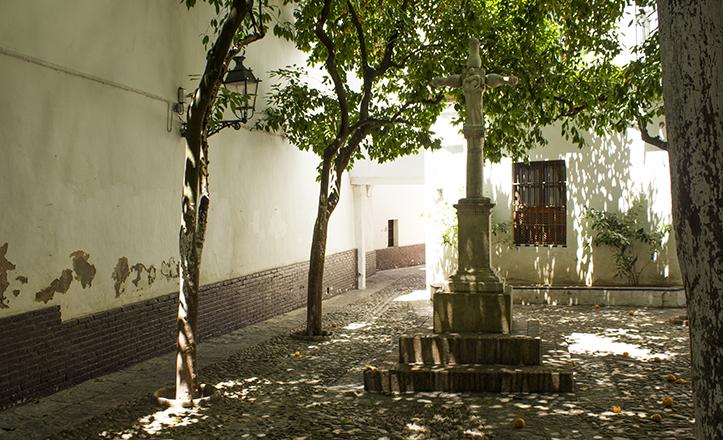 El crucero de la Plaza de Santa Marta se encontraba previamente en el Hospital de San Lázaro, donde hacía las veces de Humilladero / Fran Piñero