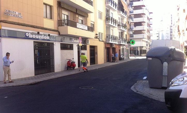 Estado actual del firme en la calle Virgen de Montserrat