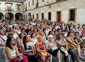 Público en la plaza de la Moneda