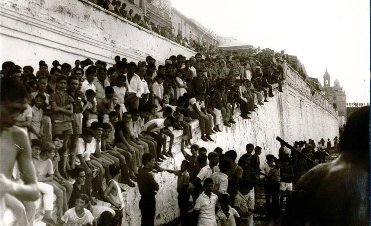 La cucaña atestada de público en 1968
