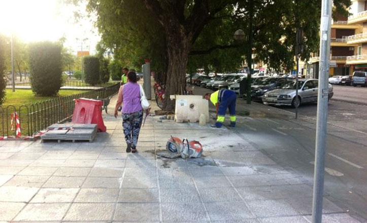 Reparación del acerado en la avenida Eduardo Dato