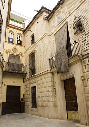 Regias fachadas, las de la calle Gandesa / F.P.