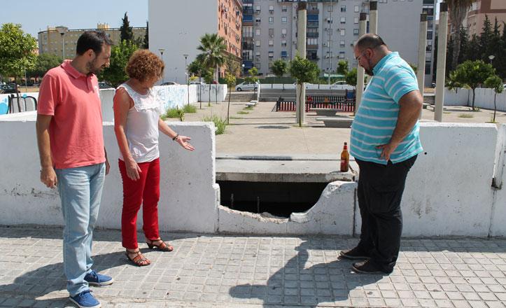 El PSOE critica el «mal estado» de la Plaza del Cementerio en Sevilla Este