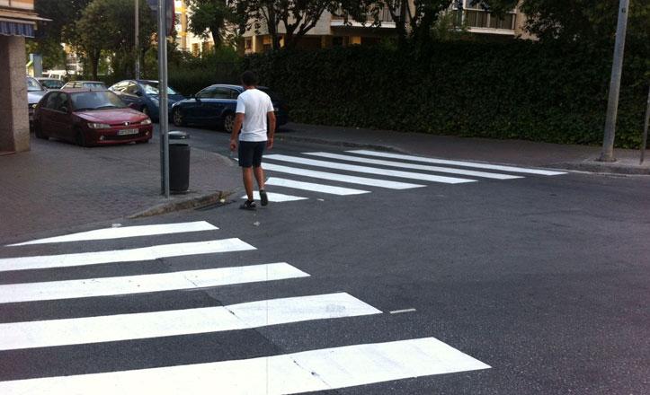Movilidad continúa con la campaña de repintado de pasos de peatones en Nervión