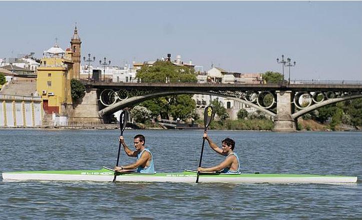 Piragüismo en el río Guadalquivir
