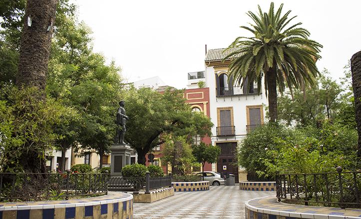 La Plaza de los Refinadores, con la estatua de Don Juan Tenorio en el centro / Fran Piñero