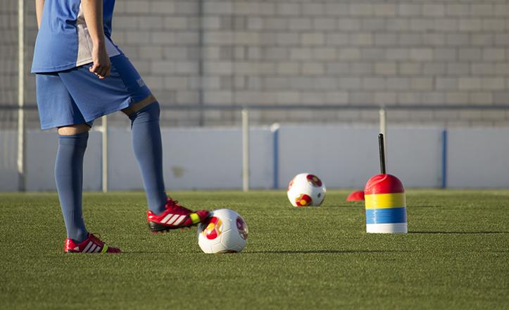 Entrenamiento previo a la inauguración del nuevo campo de césped de la Unión Deportiva Bellavista / Fran Piñero