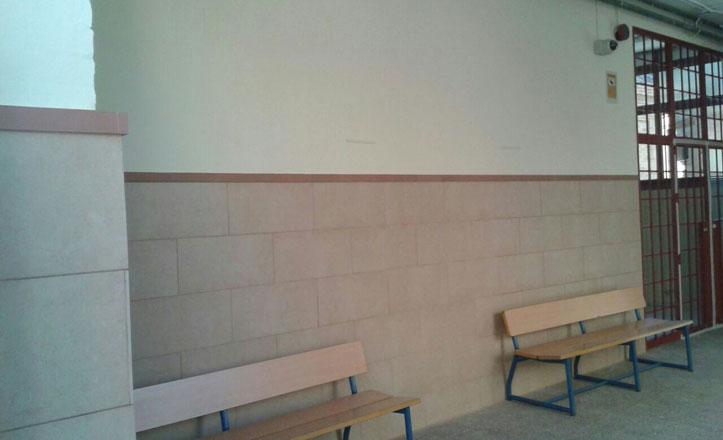 Colocan un nuevo zócalo en el colegio público Ortiz de Zúñiga