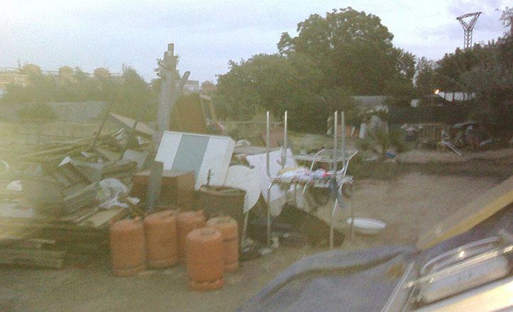El PSOE denuncia la acumulación de escombros en parcelas abandonadas de la Bachillera