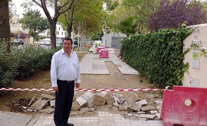 Ignacio Flores en la calle Flor de Azalea