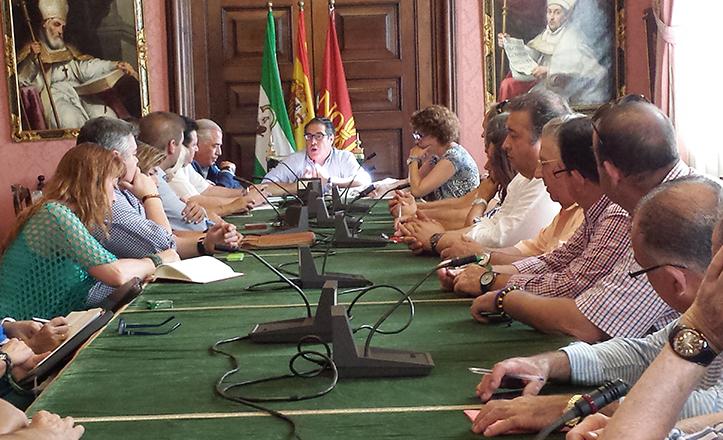 Reunión de Gregorio Serrano con los presidentes de los 18 mercados de abastos de Sevilla
