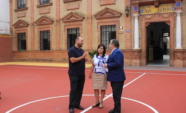 El colegio San Jacinto estrena pista de baloncesto