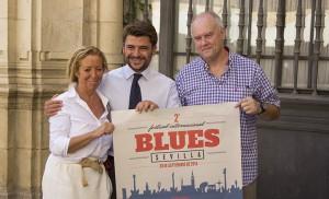 Carmen Ríos, Beltrán Pérez y Cristóbal Moreno, en la presentación del cartel del II Festival de Blues de Sevilla / F. P.
