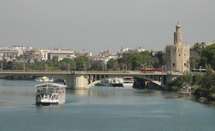 Sevilla y Cantabria, dos regiones unidas por el Guadalquivir y la Torre del Oro