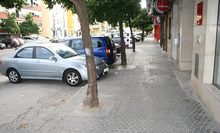 Alcorques renovados en el barrio de El Fontanal