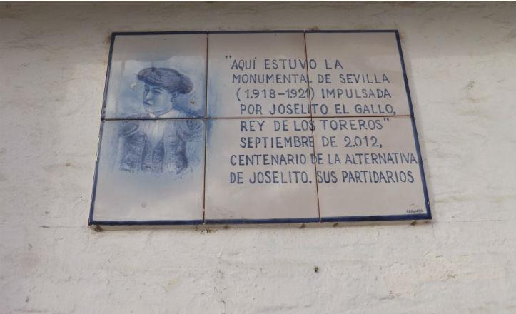 Azulejo en memoria a Joselito «El Gallo»