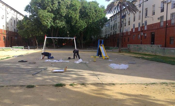 Juegos infantiles en la calle Enrique Granados