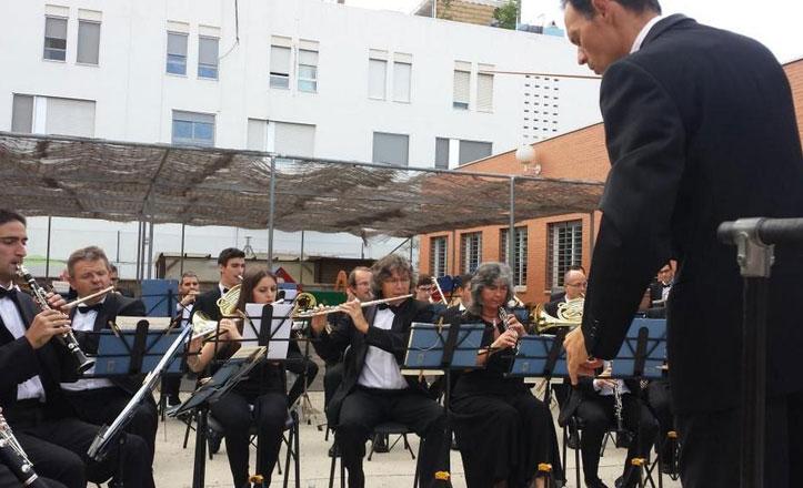 La Banda Municipal ofrece un concierto en el CEIP Elcano