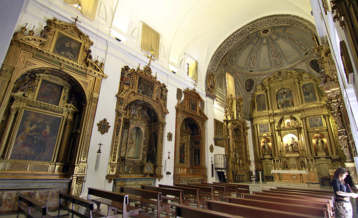 Iglesia del convento de San José de las Teresas, con el conjunto de San Juan y el Niño Jesús, de Juan de Mesa, en el altar mayor / Vanessa Gómez
