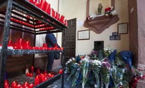 Velas y flores por una causa imposible / Juan José Úbeda