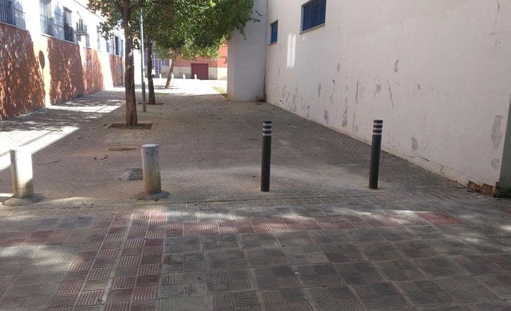 Eliminación de bolardos en la calle Julián de Ávila