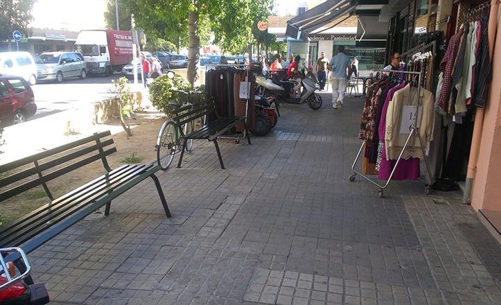 Nuevos bancos en la calle Puerto del Escudo, de Rochelambert