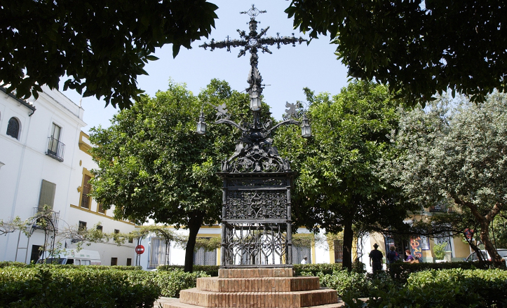 La Cruz de Cerrajería, actualmente en la plaza de Santa Cruz / Pepe Ortega