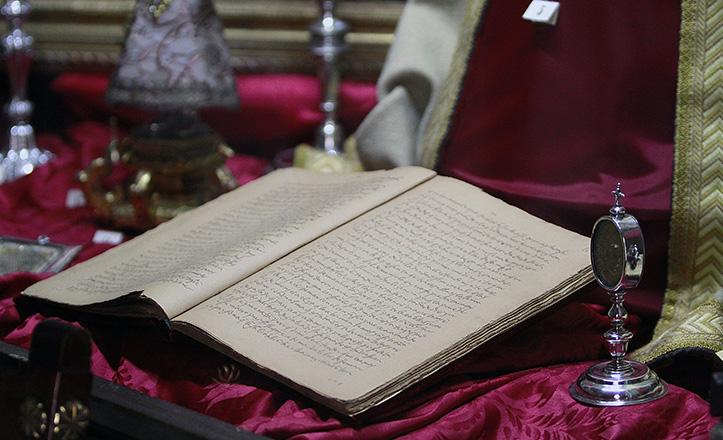 Reliquias y manuscrito original de «Las Moradas», obra de Teresa de Jesús que se exhibe en el convento de San José / Vanessa Gómez
